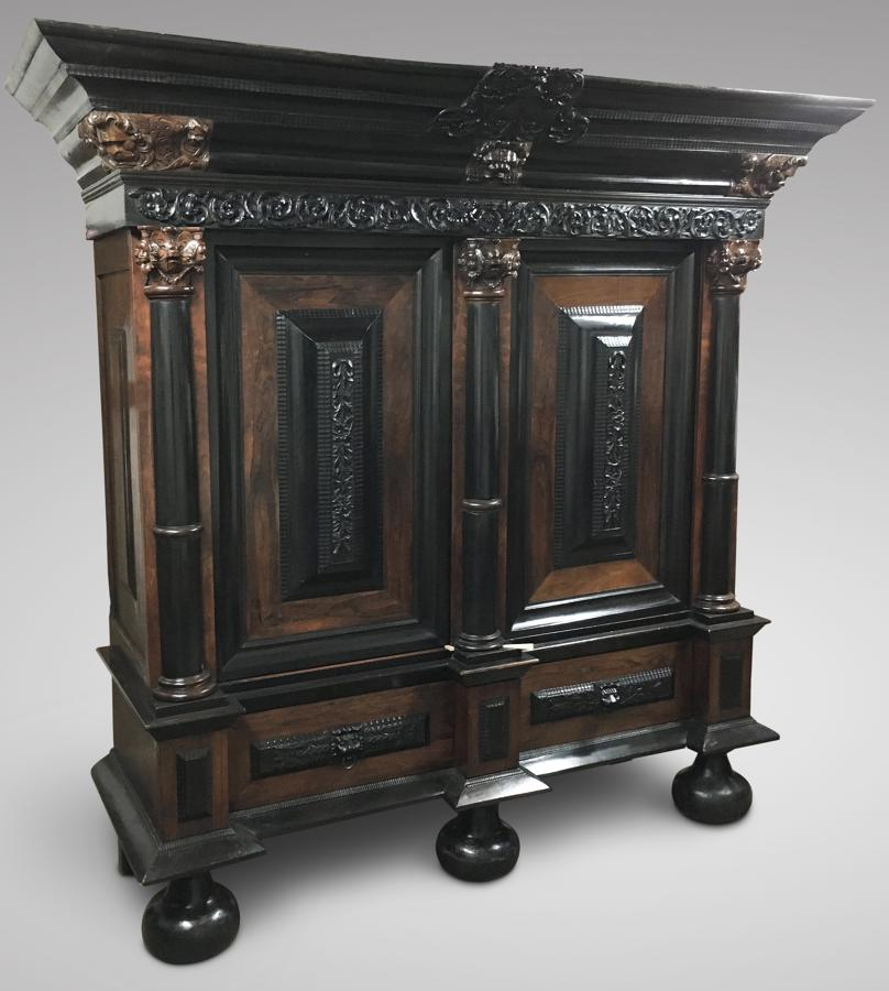 A GOOD 17TH CENTURY DUTCH CUPBOARD