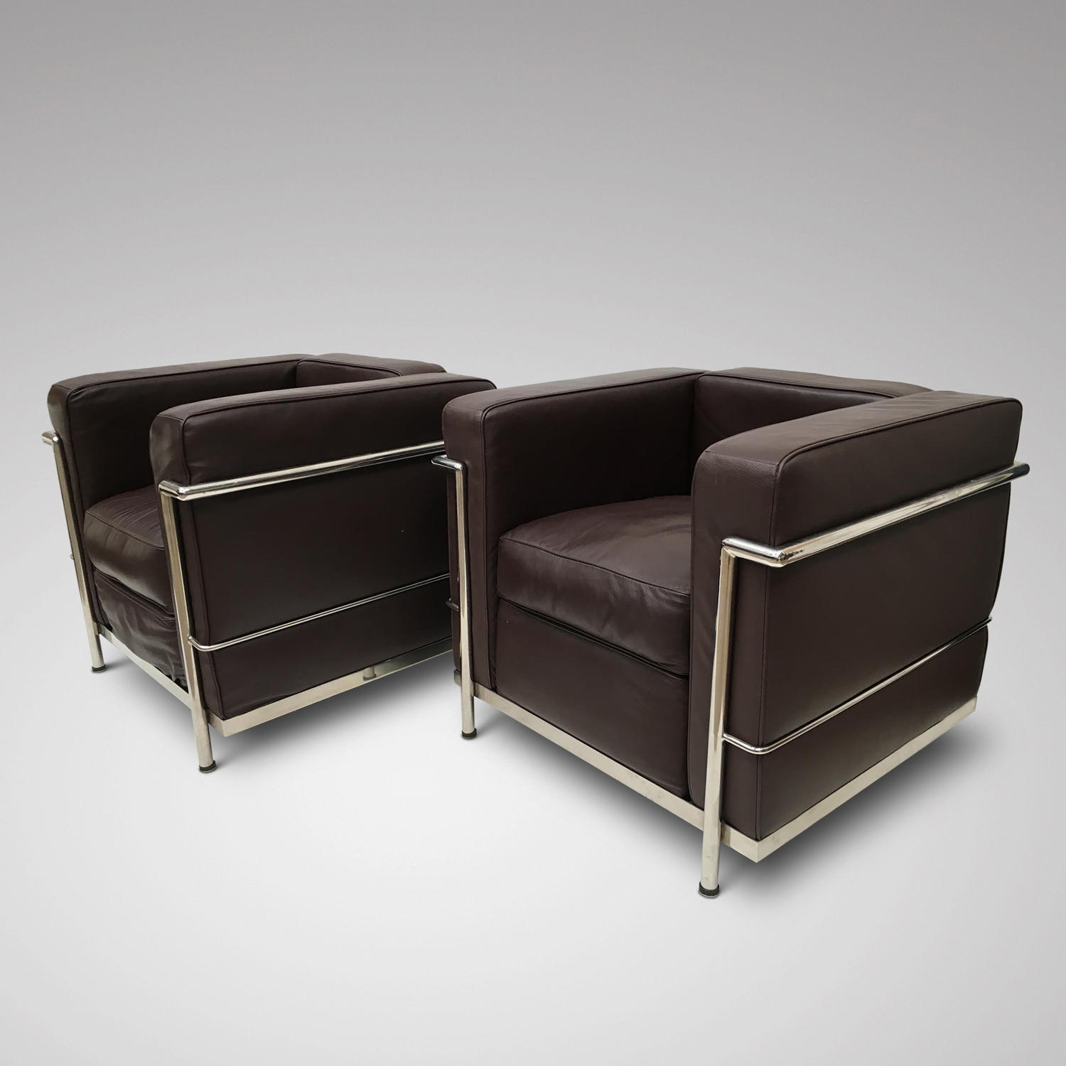 A PAIR OF MODERN LEATHER UPHOLSTERED  ARMCHAIRS