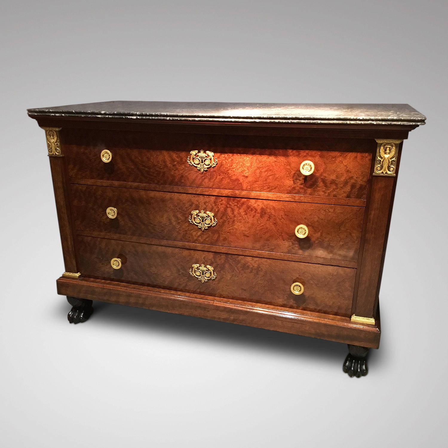 A FINE ORMOLOU MOUNTED COMMODE