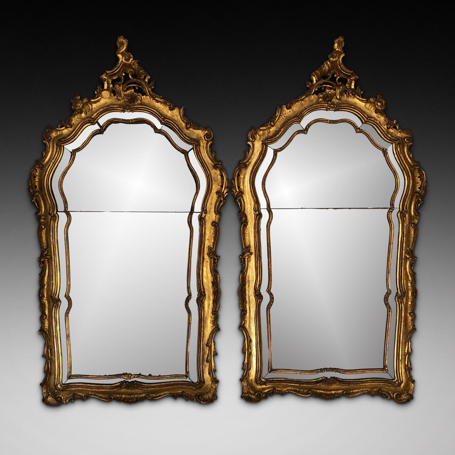 A PAIR OF 18TH CENTURY CARVED GILTWOOD MIRRORS
