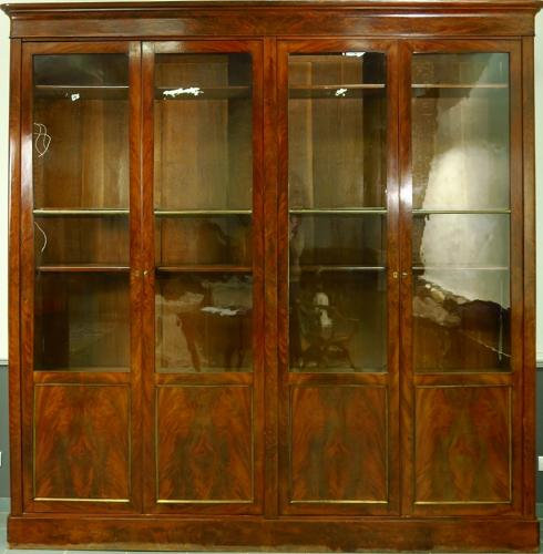 AN EARLY 19TH CENTURY MAHOGANY BOOKCASE