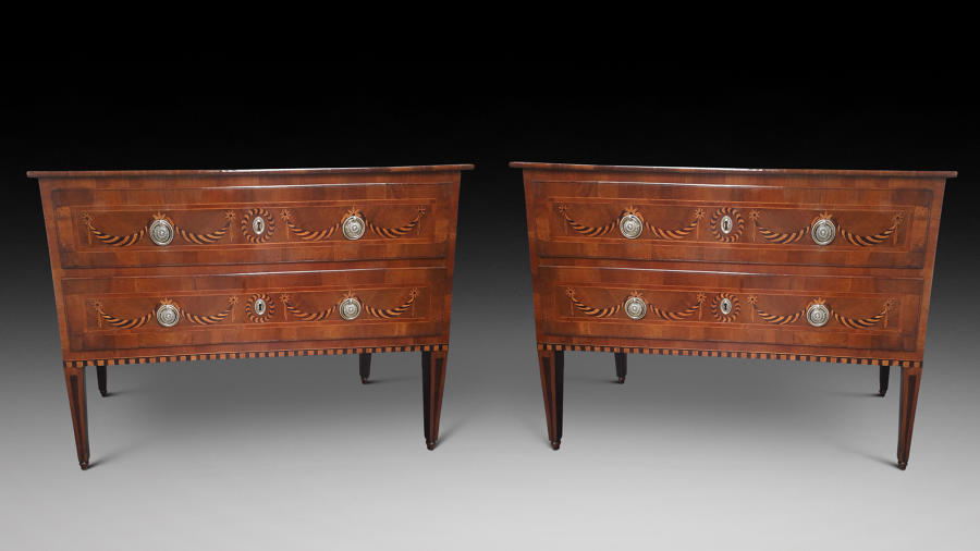 A PAIR OF 18TH CENTURY ITALIAN COMMODES