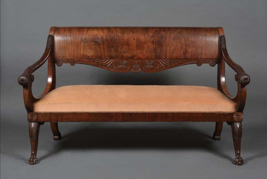 AN EARLY 19TH CENTURY MAHOGANY CANAPE