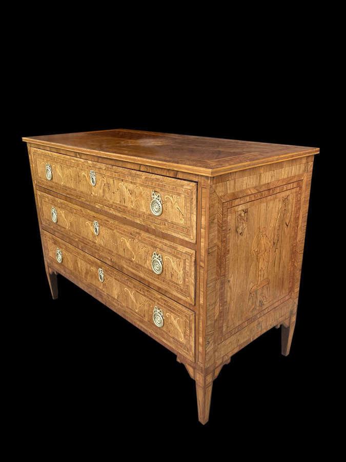 A LATE 18TH CENTURY MARQUETRY COMMODE. ITALY C 1790